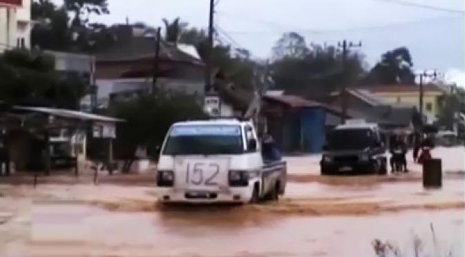 banjir-sumatera-barat-sungai-batang-kamang