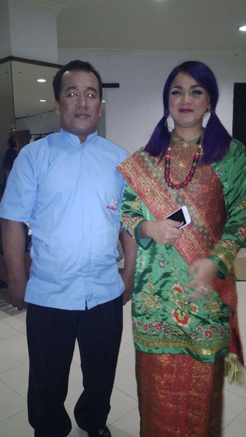 Rendi RM Sari Bundo bersama Rina Nose