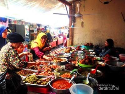 Menikmati Wisata Kuliner Minang Pasar Payakumbuh