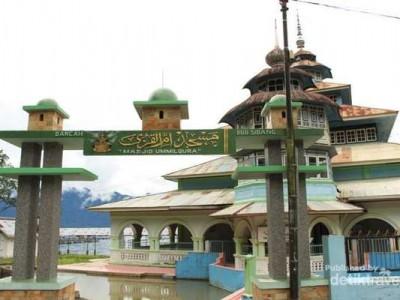 Masjid Berumur Ratusan Tahun Masih Berdiri Kokoh di Tepi Danau Maninjau 2