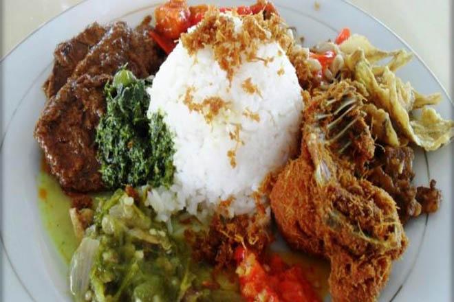 Takut Kolesterol Menyerang? IniTips Memilih Menu Sehat di Rumah Makan Padang