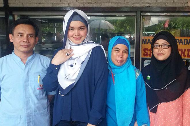 Siti Nurhaliza makan di sari bundo masakan dan restoran padang