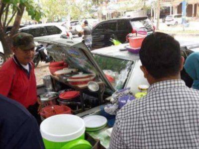 Kedai Nasi Ampera Bagasi, Berjualan Nasi Padang di Mobil Tua