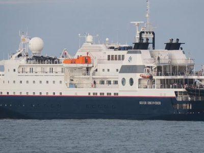 Kapal Pesiar Silver Discoverer Asal Perancis Berlabuh di Teluk Bayur