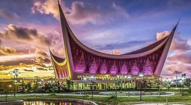 Uniknya Masjid Raya Sumatera Barat, Destinasi Wisata Religi di Kota Padang