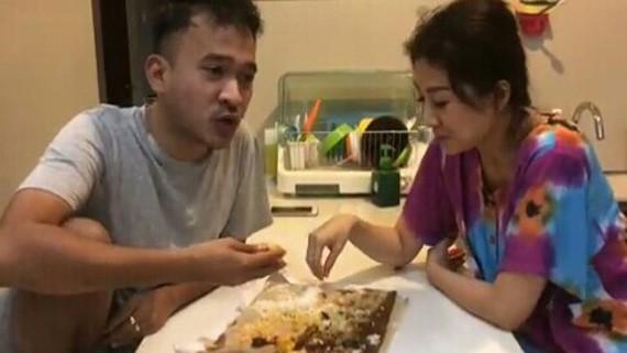 ruben makan nasi padang pakai tangan